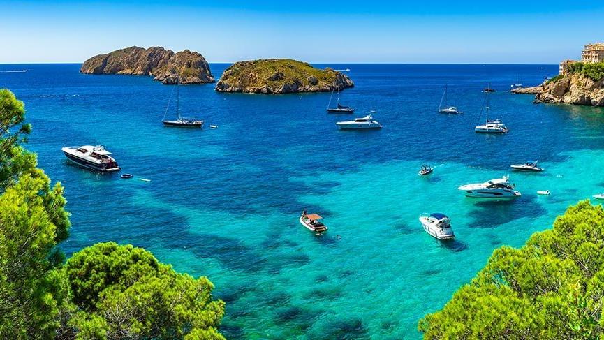 Mallorca'nın popüler tatil kasabası Santa Ponsa