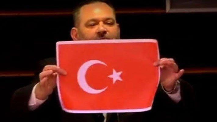 Türk bayrağını yırtan faşist Yunan vekile AB'den de çok sert tepki
