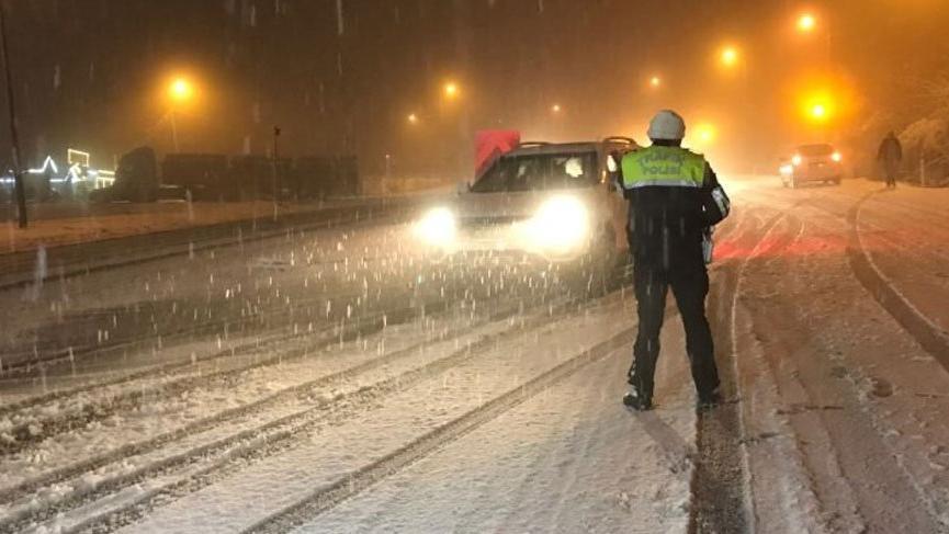 Bolu Dağı yoğun kar nedeniyle trafiğe kapatıldı!
