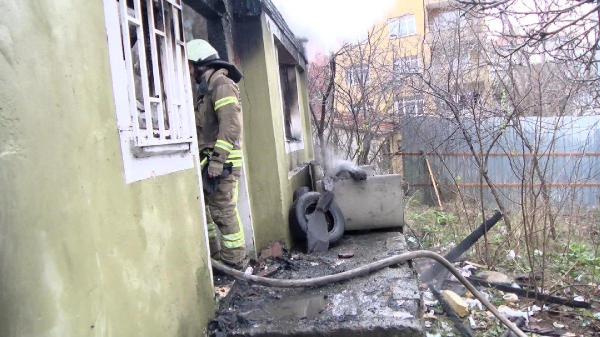 Üsküdar'da metruk evde yangın çıktı!