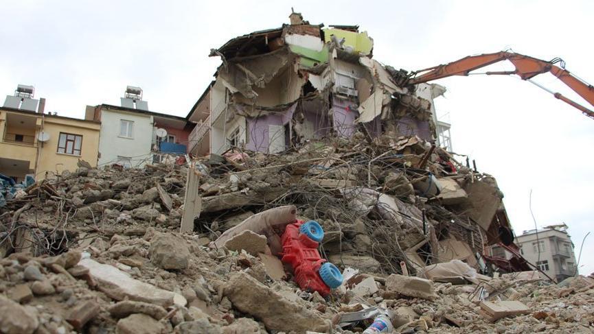 Deprem sonrasında Elazığ'da acil yıkılacak binaların listesi paylaşıldı