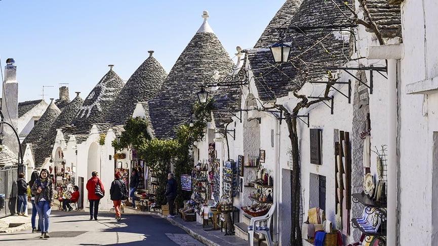 Masalsı mimarisiyle ilgi çeken kasaba Alberobello