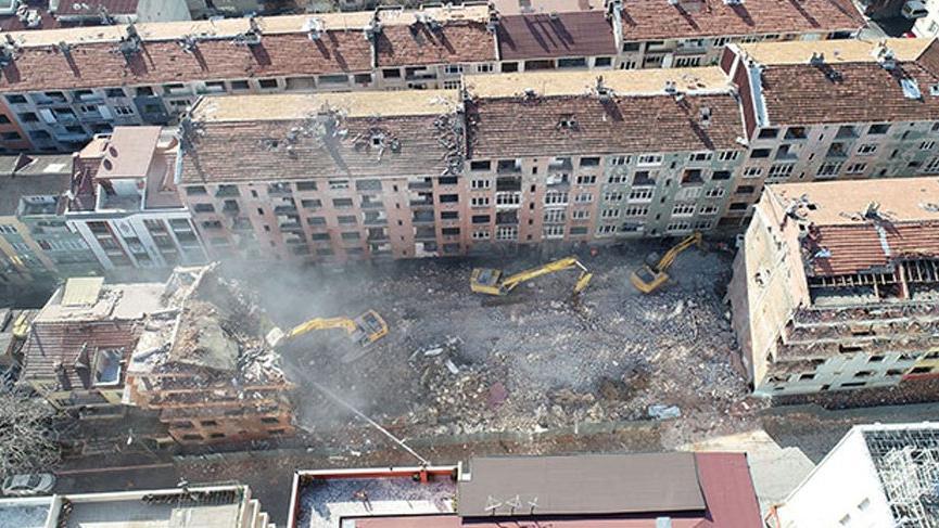 İstanbul'daki tehlikeli binaların yıkımına başlandı!