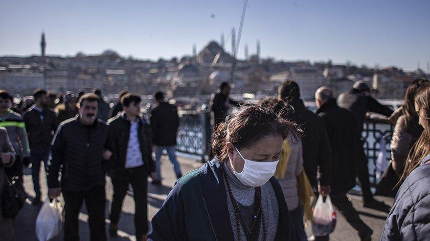 Corona virüsü nedeniyle İstanbul'da maskeyle dolaşıyorlar!