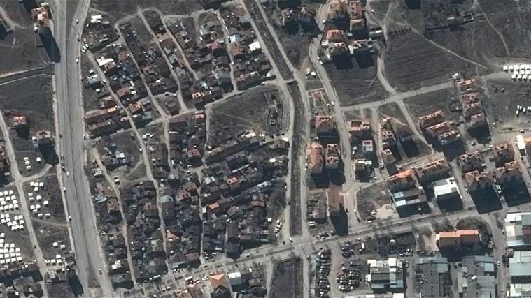 Depremde yıkılan binalar uydudan görüntülendi