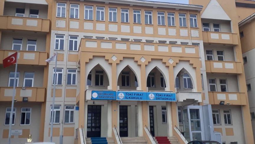 TOKİ'nin 9 yıl önce yaptığı okul depremde hasar gördü!