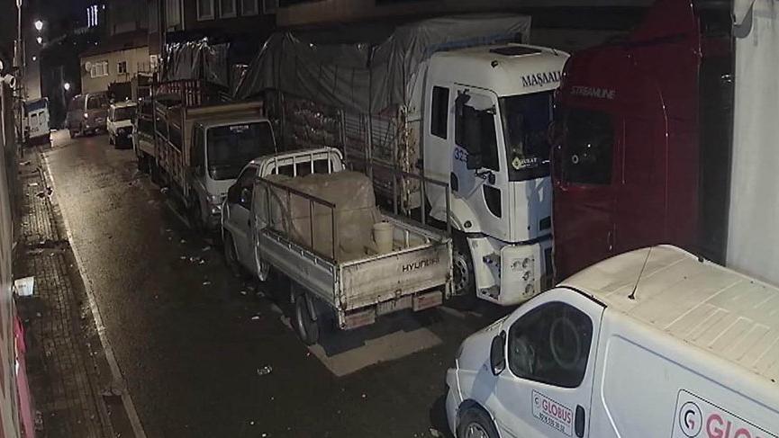Üsküdar'da 40 çuval patates çalan hırsızlar kamerada