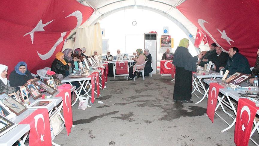 HDP önünde eylem yapan ailelerden biri daha evladına kavuştu