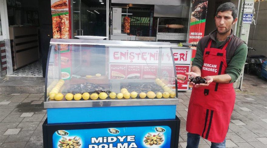 Bursa'da midye satıcısı olan Yakup Çetinkaya / (Fotoğraf: SÖZCÜ)