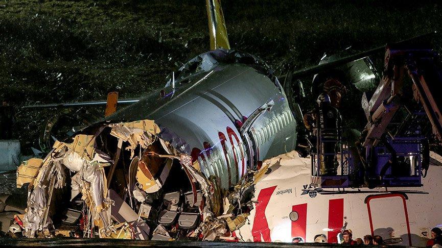 Sabiha Gökçen'de uçak pistten çıkarak parçalandı!