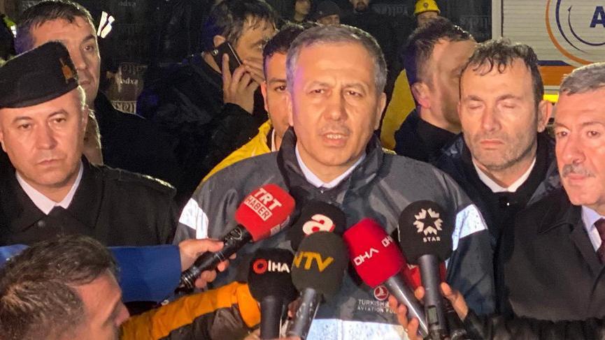 Son dakika... Vali Yerlikaya'dan uçak kazası açıklaması: 120 yaralı hastaneye kaldırıldı