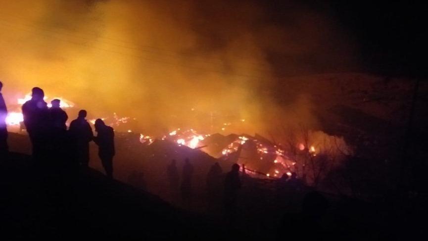 Erzurum'da yangın: 4 ev, 3 ahır 4 samanlık ve 2 odunluk kül oldu