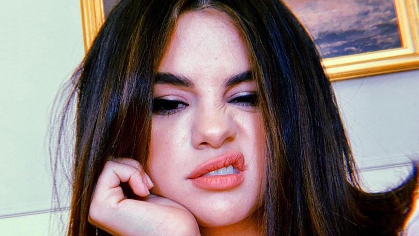 Selena Gomez kozmetik markası çıkardı, sosyal medyada uyanıklık yaptı