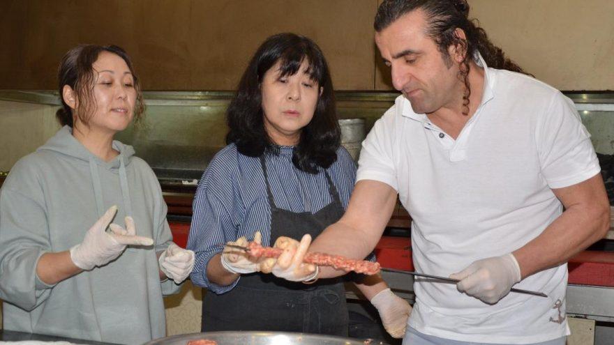 Japonya'dan gelip, Adana kebabı yapımını öğrendiler