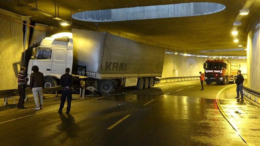 Sancaktepe'de feci kaza! Tünelde kontrolden çıktı