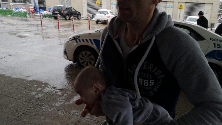 Dili boğazına kaçan bebeği hastaneye trafik polisleri yetiştirdi