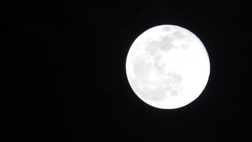 İstanbul'da Süper Ay'ın muhteşem görüntüsü