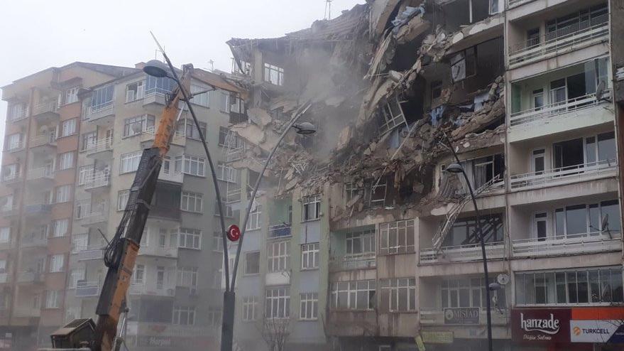 'Hasarlı binalar yıkıldı deprem delilleri yok edildi'