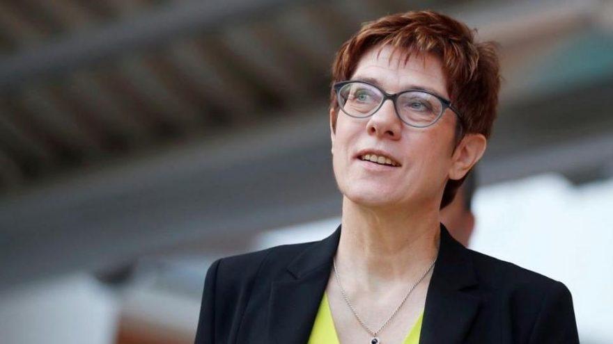 Merkel'in halefinden şok karar: Katılmayacak