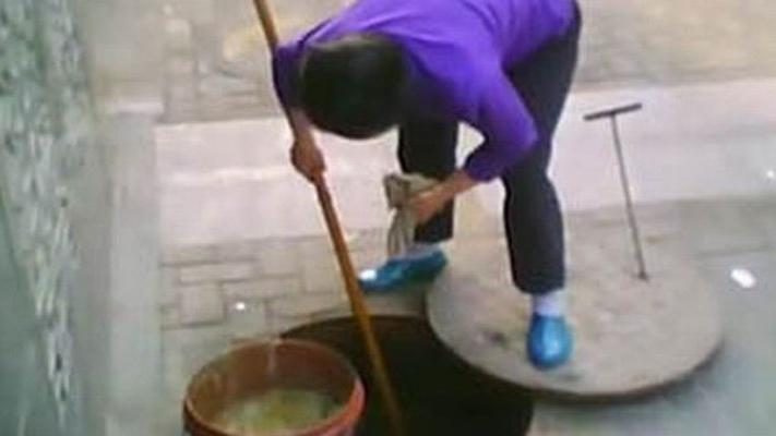Corona virüsünün ortaya çıktığı Çin'de mide bulandıran uygulama! Lağımdan yağ çekip...