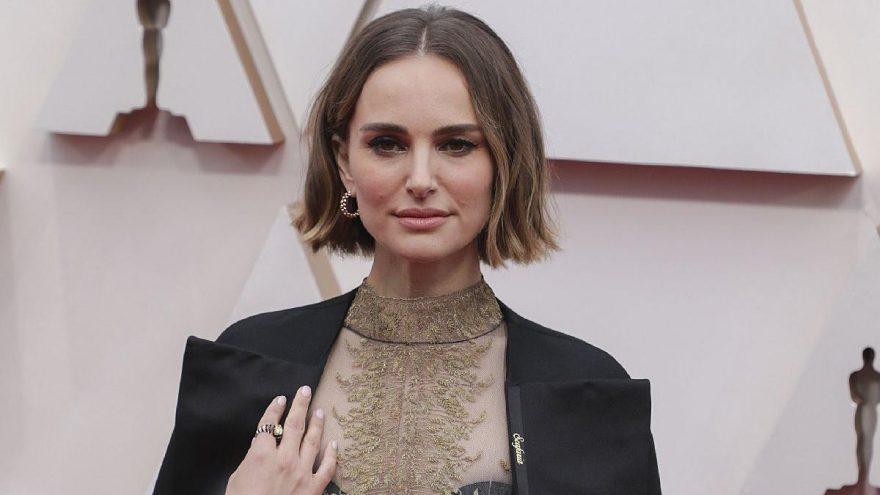 Natalie Portman, ceketiyle 92. Oscar törenine damga vurdu