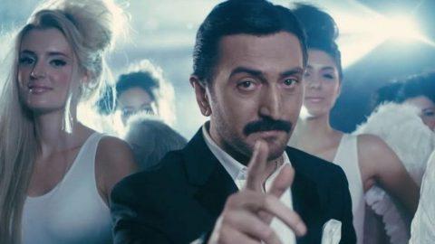 Türkücü Ferman Toprak, Merve Özbey'in düğününde dolar saçtı