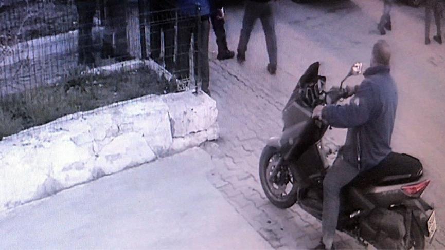 Öfkeli taksici oto tamircisini ve çalışanlarını ezdi!