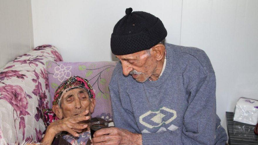 Depremzede yaşlı çiftin konteyner ev mutluluğu