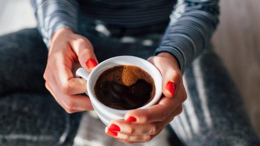 Sabah kahve içmek yerine neden elma yemelisiniz?