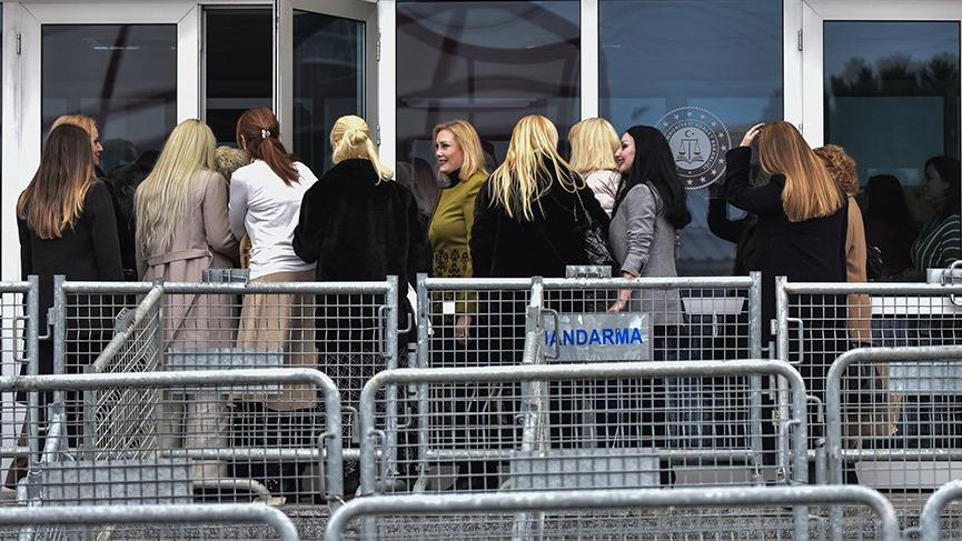 Adnan Oktar davası: Tahliye edilen kadınlar duruşmaya geldi