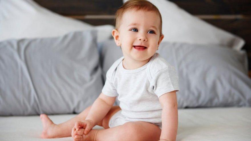 Bebeklere oturma nasıl öğretilir? Bebeklerde oturma dengesi nasıl sağlanır?
