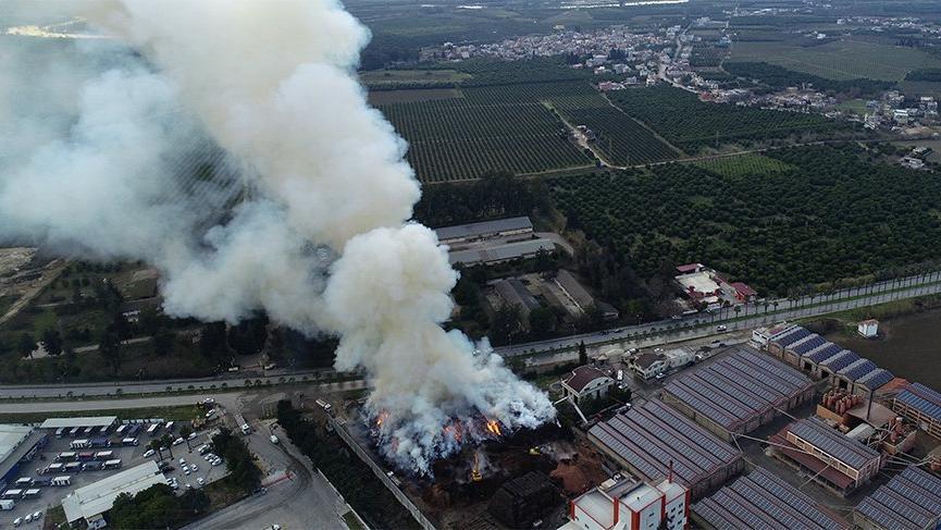 Korkutan fabrika yangını! Saatlerdir söndürülemedi
