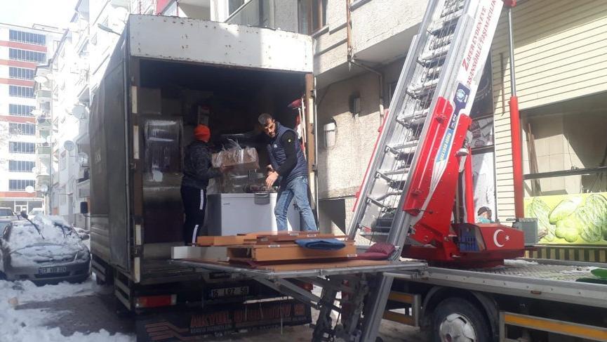 Elazığlı depremzedeler evlerini boşaltmaya devam ediyor!