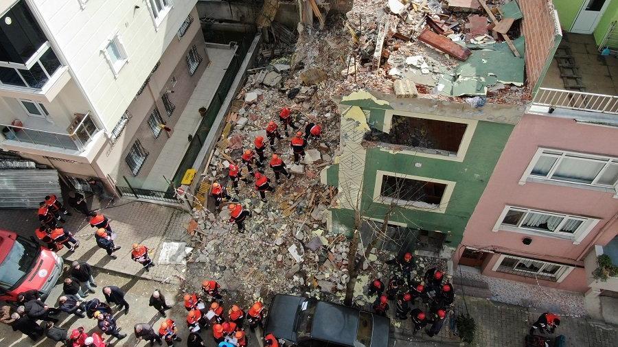 Bayrampaşa'da deprem tatbikatı yapılırken Bahçelievler'de bina yıkıldı!