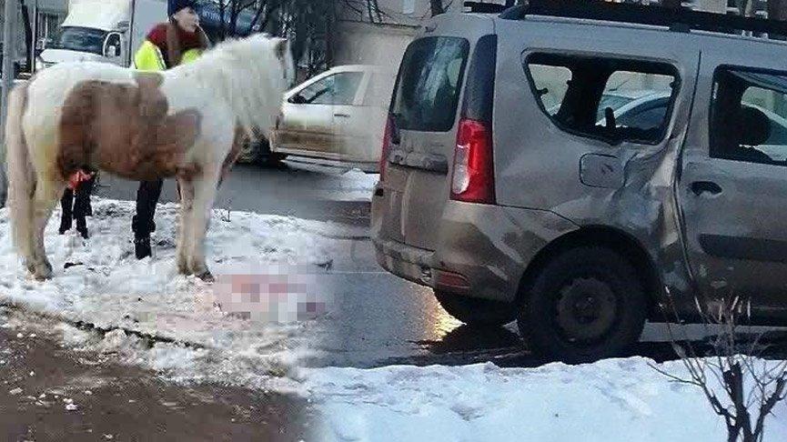 At arabası otomobile çarptı! Kadın sürücü yola fırladı