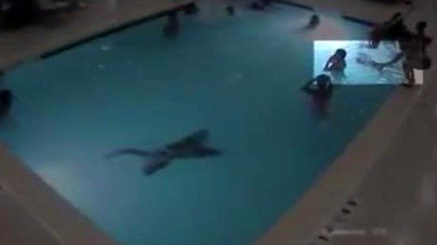 Havuzda dehşet! Boğulmaktan son anda kurtarıldı