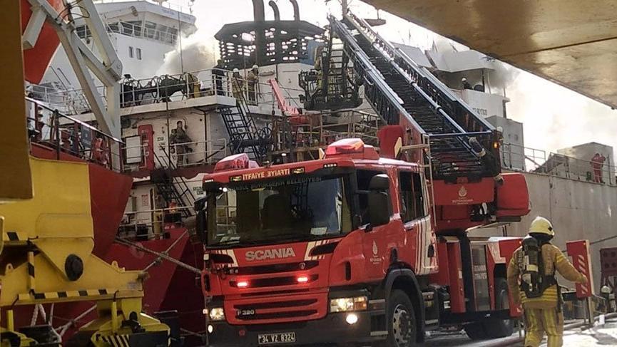 Son dakika... Tuzla'da tersanede gemi yangını!
