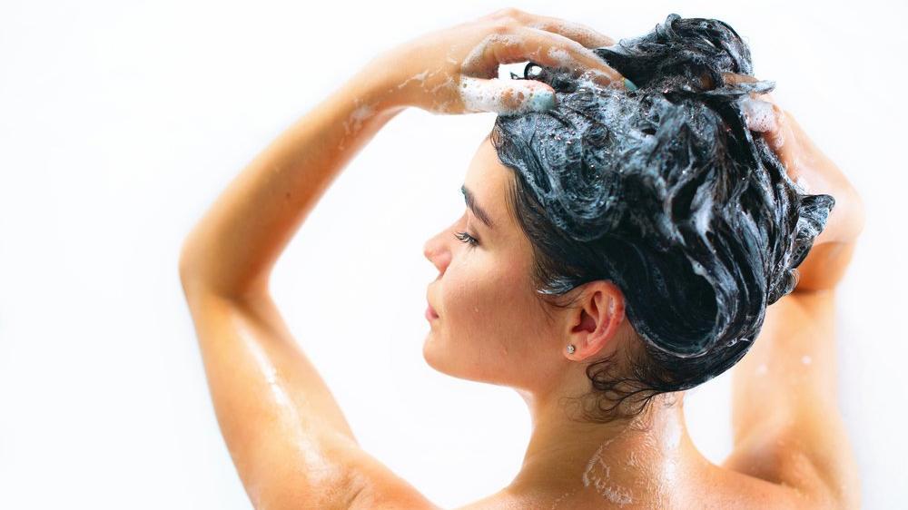 Boya saç döker mi? Dökülen saçlar için ne yapmalı?