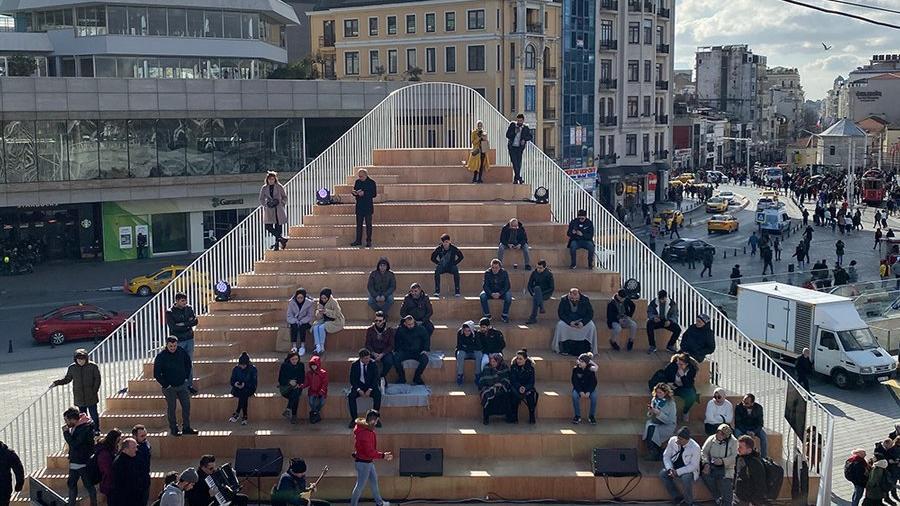 Taksim Meydanı'ndaki 'Kavuşma Durağı'na kaldırılma kararı
