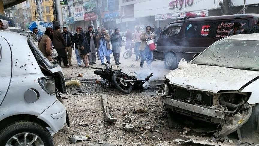 Pakistan'da intihar saldırısı: Çok sayıda ölü var