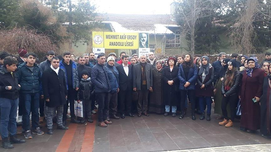 Elazığ'da okul yıkım kararına velilerden tepki!