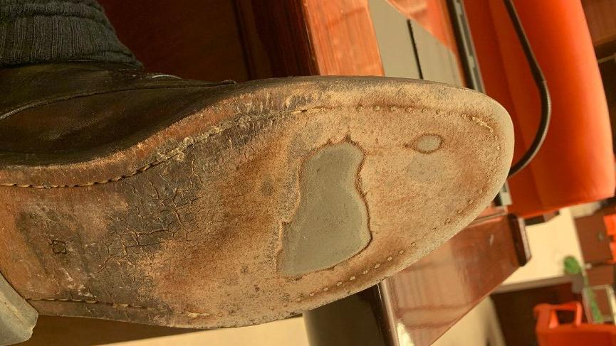 Akşener'in sözlerine delik ayakkabılı gönderme