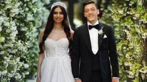 Mesut Özil ve Amine Gülşe bebek bekliyor