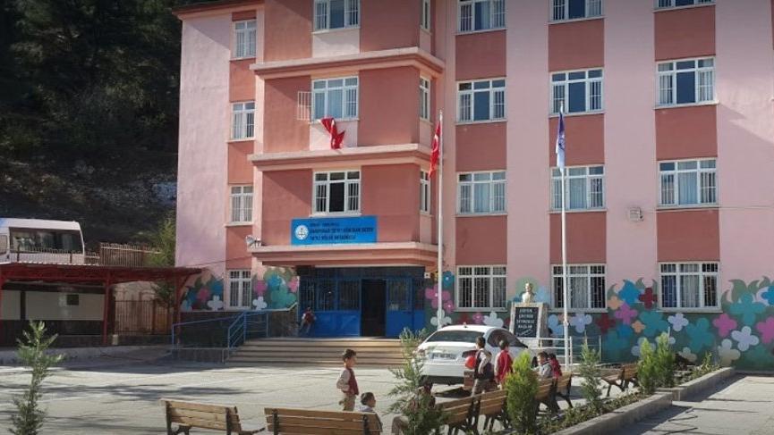 Mersin'de 20 öğrenci zehirlendi!