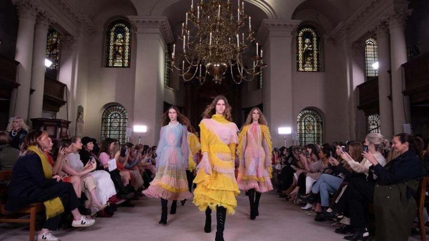 Bora Aksu 2020-21 Sonbahar Kış koleksiyonunu Londra Moda Haftası'nda tanıttı