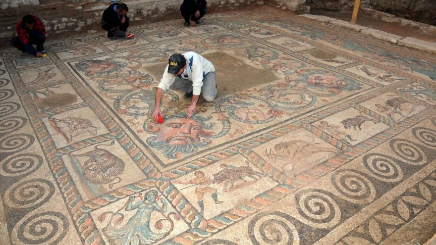 Bahçesinde ortaya çıkan Roma dönemine ait eserlerin turizme kazandırılmasını istiyor