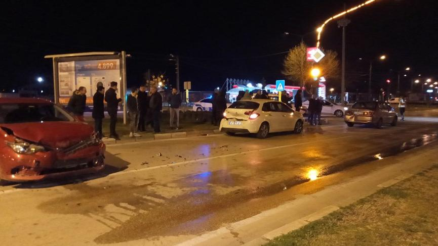 Bursa'da zincirleme trafik kazası: 1 yaralı