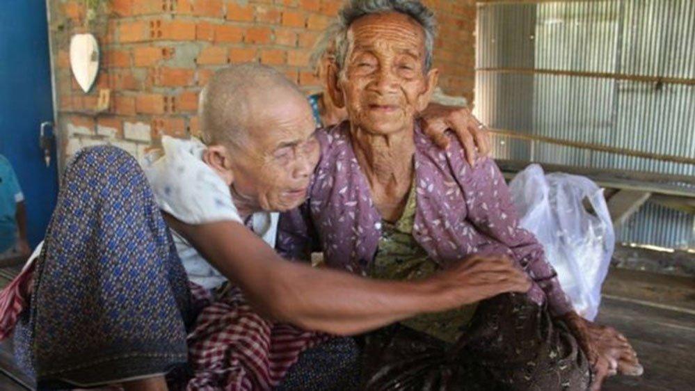 Birbirlerini öldü sanıyorlardı! 47 yıl sonra kavuştular