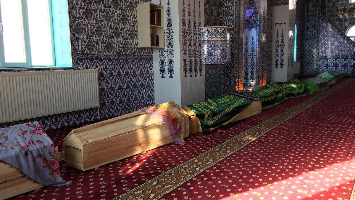 Depremde hayatını kaybeden 9 kişinin cenaze namazı kılındı