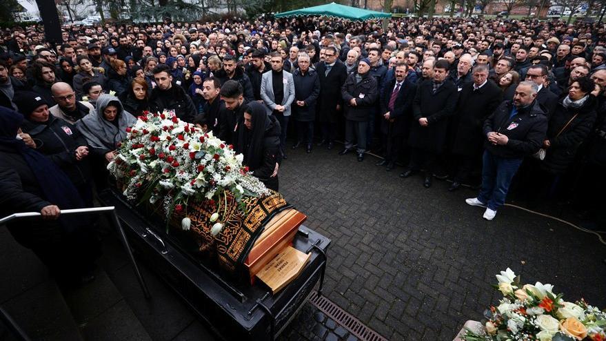 Almanya'daki ırkçı saldırıda yaşamını kaybedenler için cenaze töreni düzenlendi